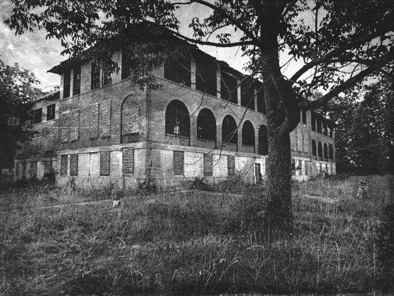 d3fa21124edd9575507d404dbdf8aeba--abandoned-asylums-abandoned-houses