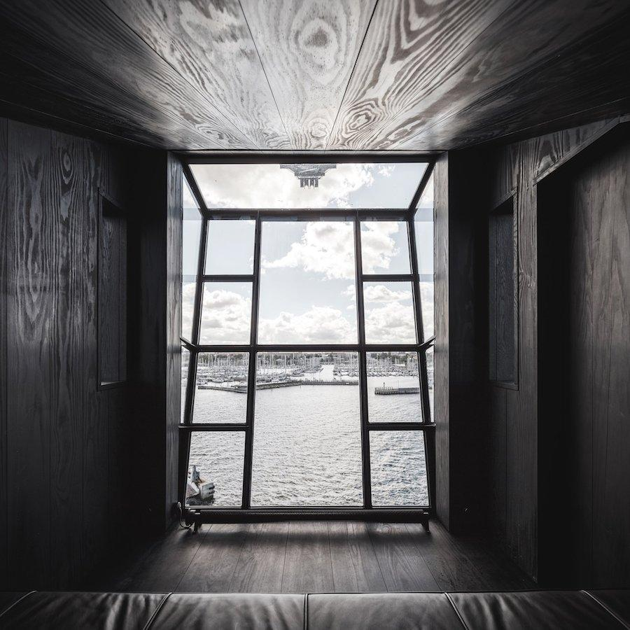 Old Port Crane Changed Into A Luxury Apartment For Fans Of Black Interiors - Sheet5
