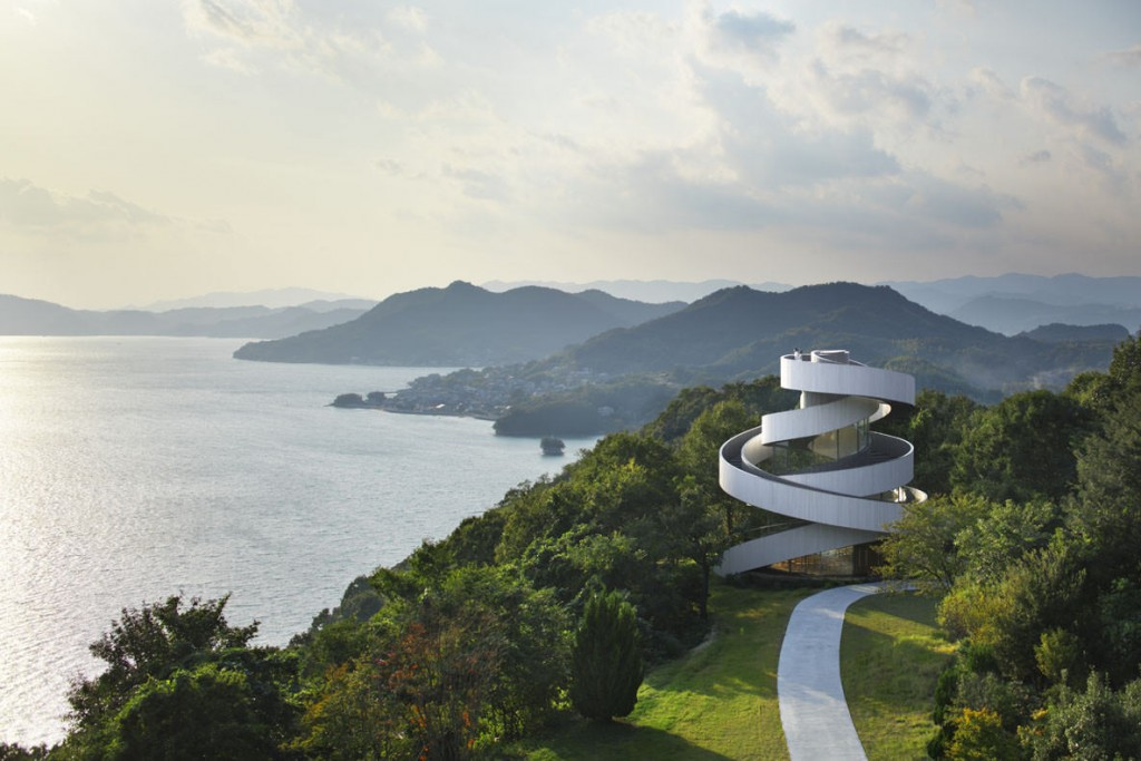 Ribbon-Chapel-by-Hiroshi-Nakamura-and-NAP-Architects-Photo-by-Koji-Fujii-and-Nacasa-Partners-Inc-z