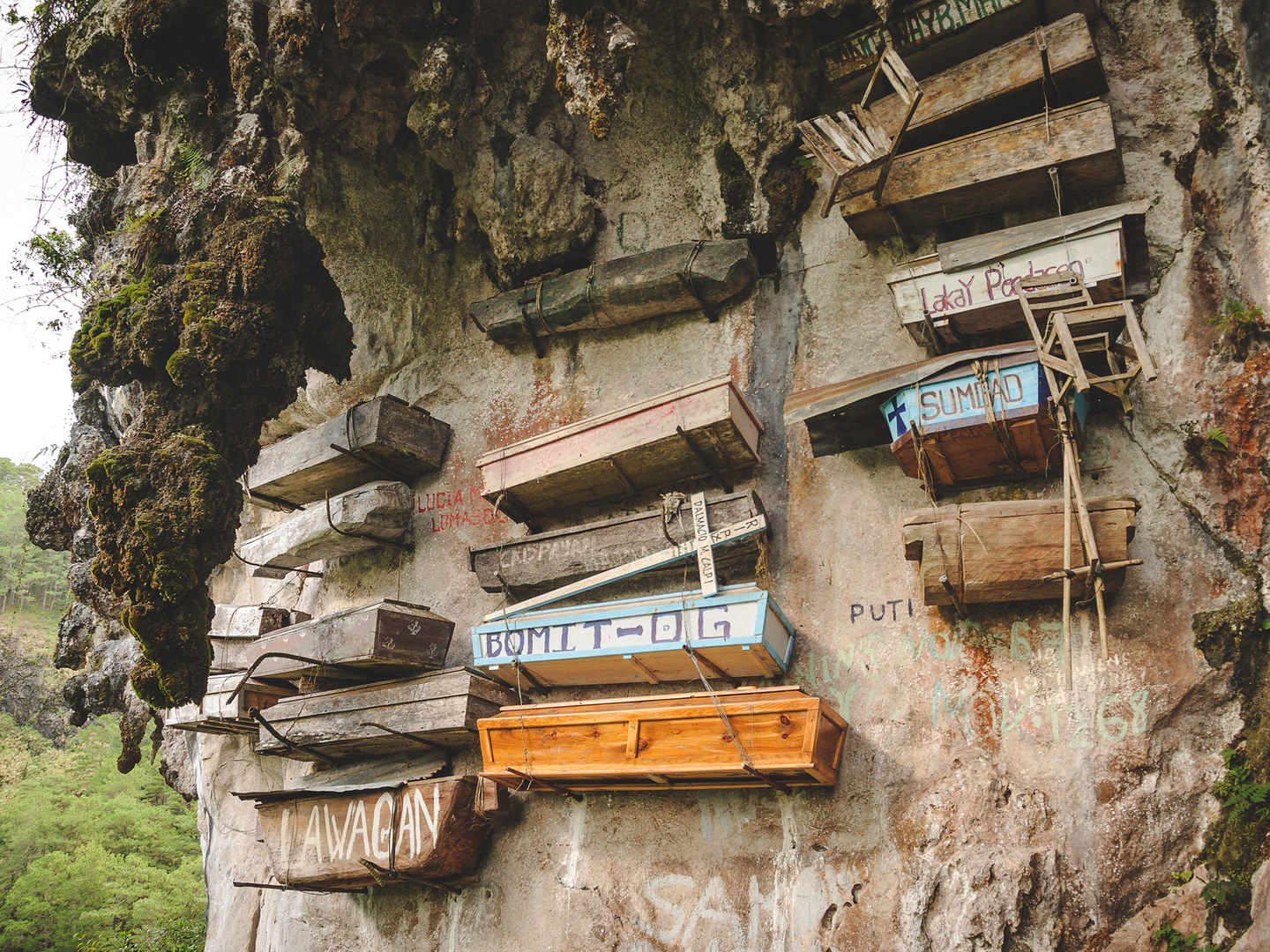 20 Architectural Scariest Places In The World - Hanging Coffins of Sagada Philippines