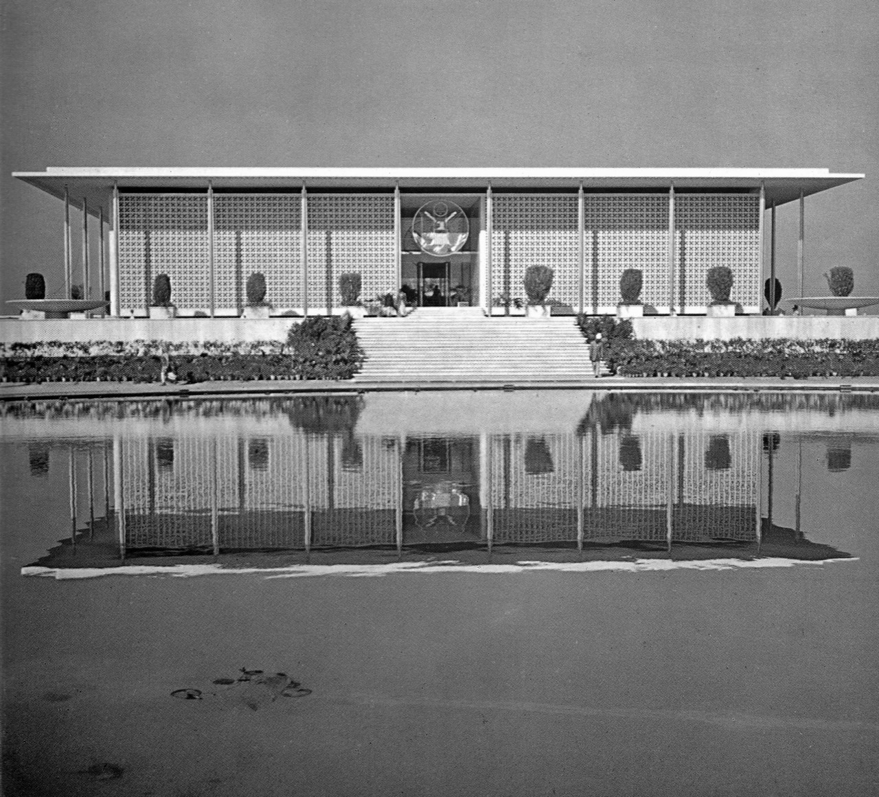 A journey of 100 years of Architecture in India | Part 02 - 1958 United States Embassy New Delhi