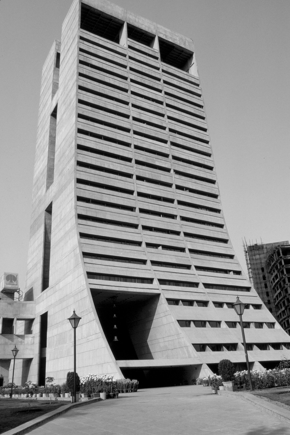 A journey of 100 years of Architecture in India | Part 02 - 1965-83 Palika Kendra,New Delhi