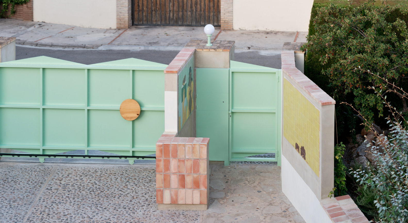 10 Different Projects That Feature the Color Green! - A Door for my Parents / Genoveva Carrión Ruiz