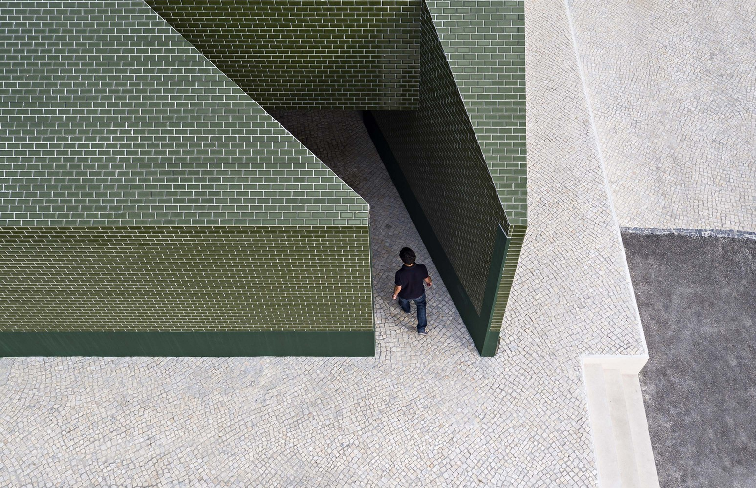 10 Different Projects That Feature the Color Green! - Where Is The Toilet, Please? / M2.senos