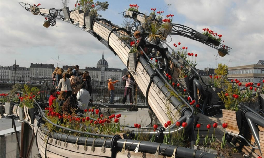 This French art collective is building the world's largest hanging garden - Sheet14