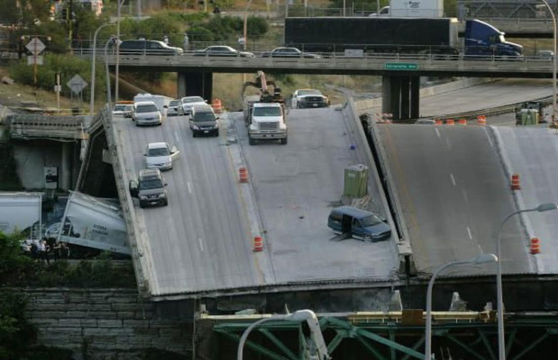 The 10 Worst Architecture Fails - I-35W Bridge Over the Mississippi River