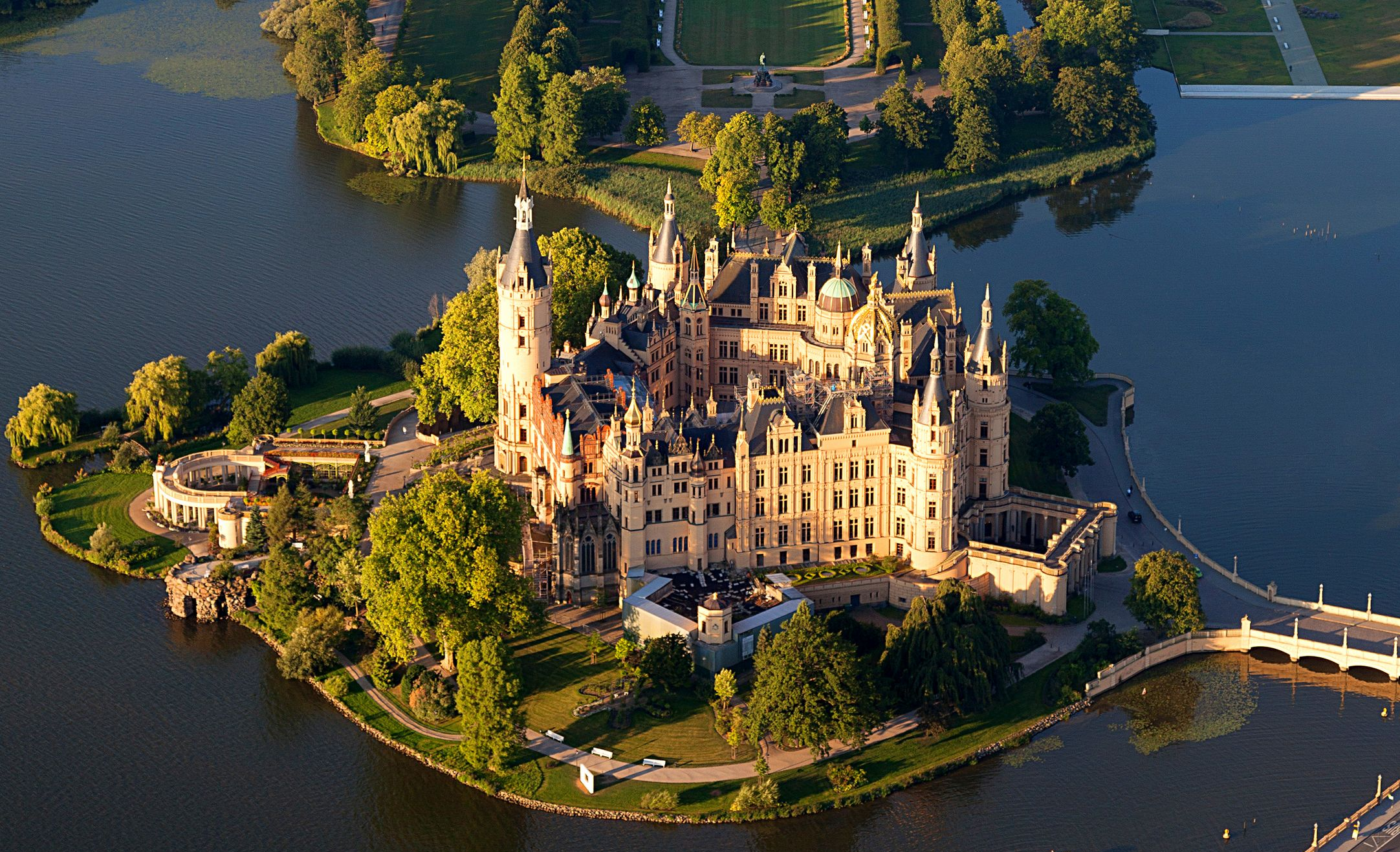 20 Buildings in Europe Every Architect must visit - Schwerin Palace, Schwerin, Germany