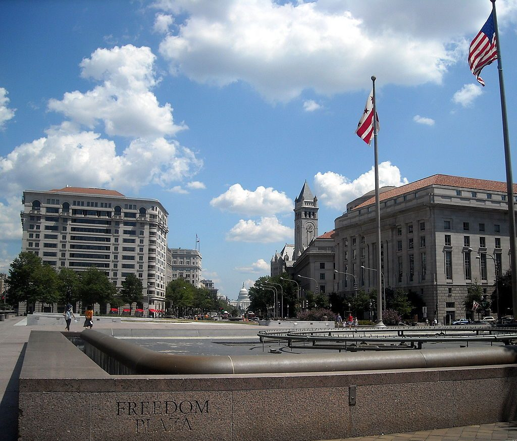 15 Iconic Buildings of Robert Venturi Every Architect Should Visit - Freedom Plaza