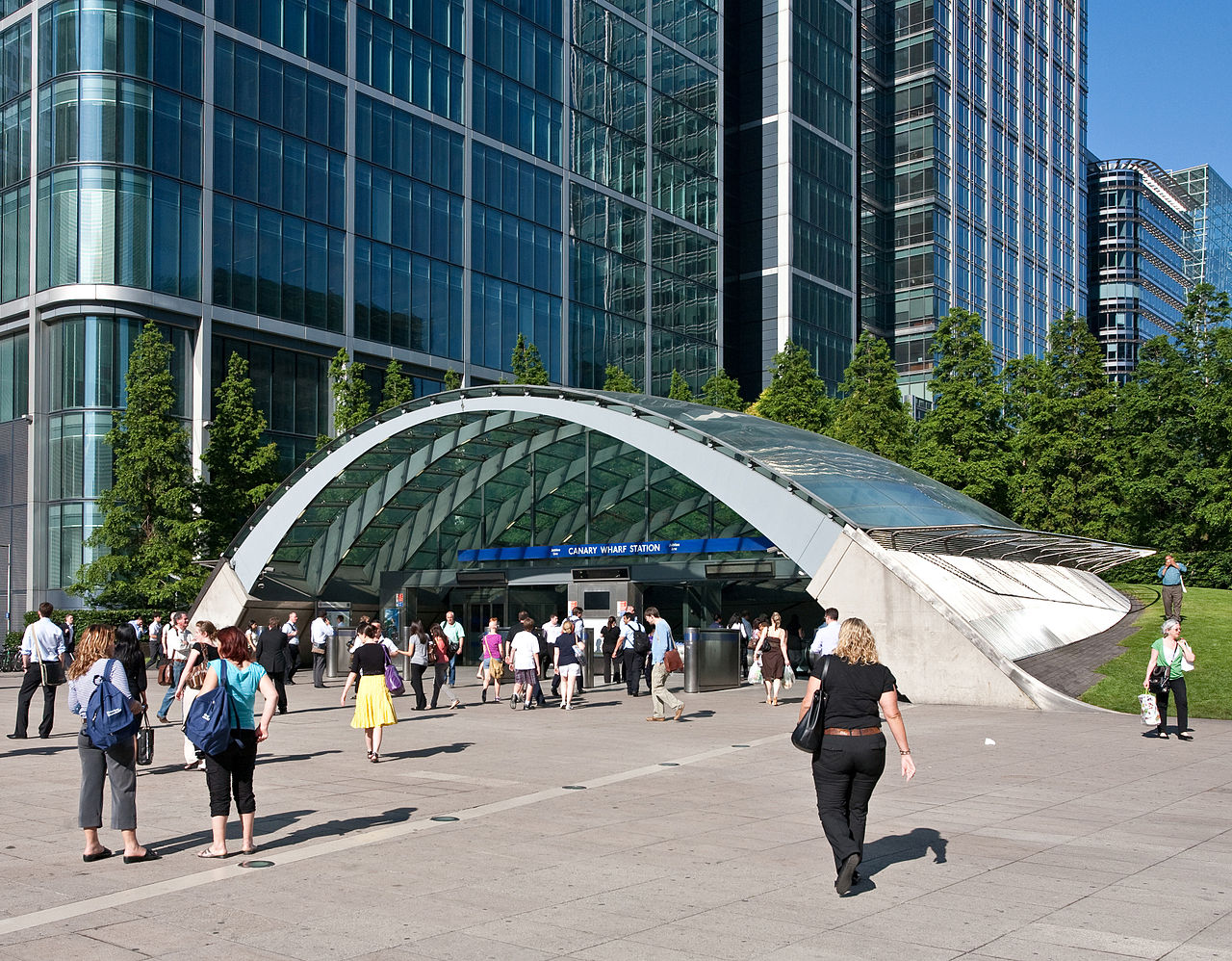 25 Projects by Norman Foster that made him a leader in the Architecture Industry - Canary Wharf Tube Station, United Kingdom