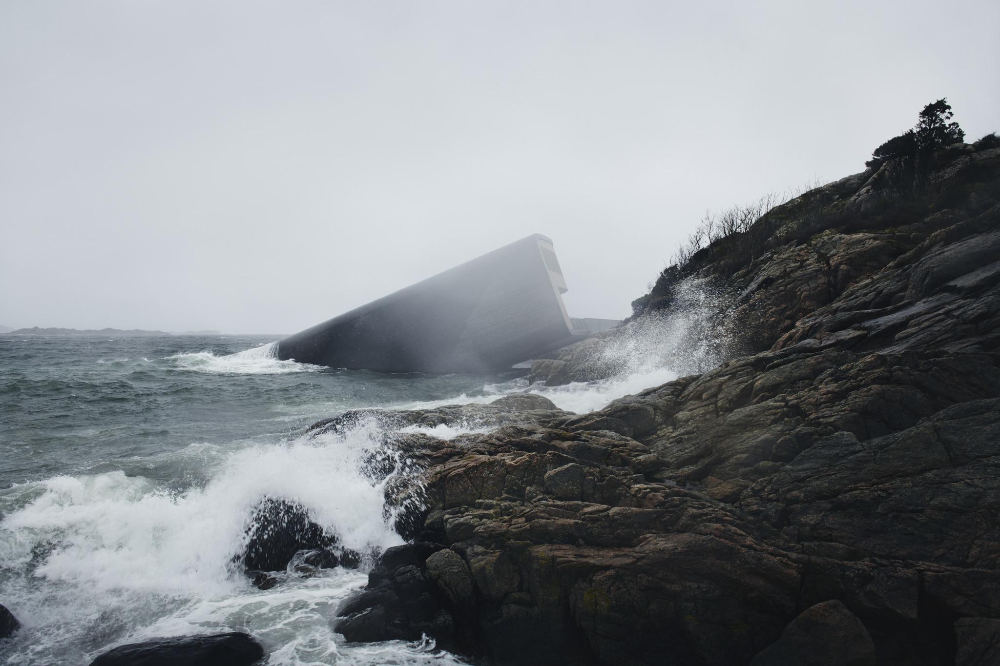 """25 Works of Snøhetta Every Architect should visit - """"Under"""" – Europe's First Underwater Restaurant, Norway"""