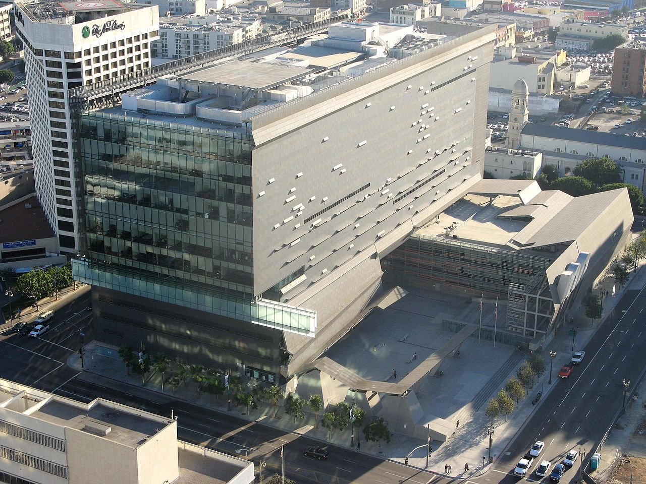20 Projects by Thom Mayne that will take you into a Sci-Fi Universe - Caltrans District 7 Headquarters, US
