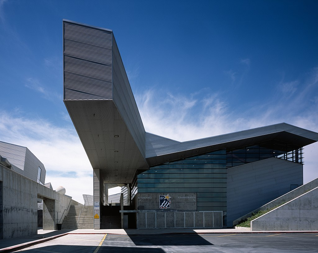 20 Projects by Thom Mayne that will take you into a Sci-Fi Universe - Diamond Ranch High School (DRHS), US