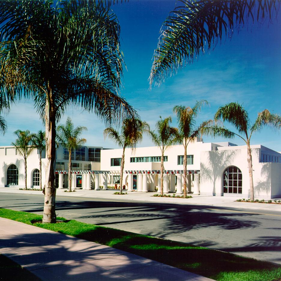 15 Iconic Buildings of Robert Venturi Every Architect Should Visit - Museum of Contemporary Art San Diego extension, USA