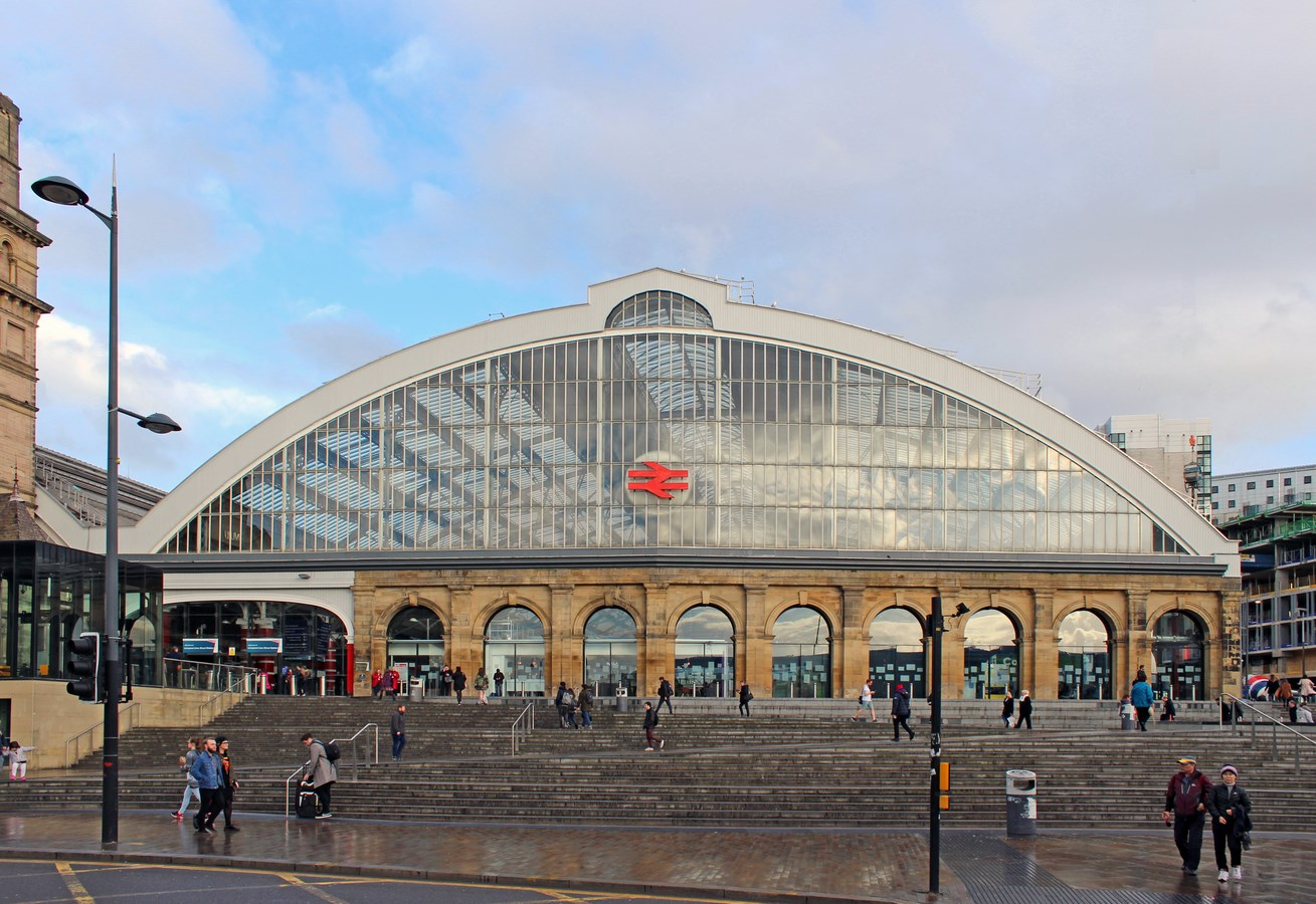 30 Structures that define Liverpool Architecture - Lime Street Railway Station