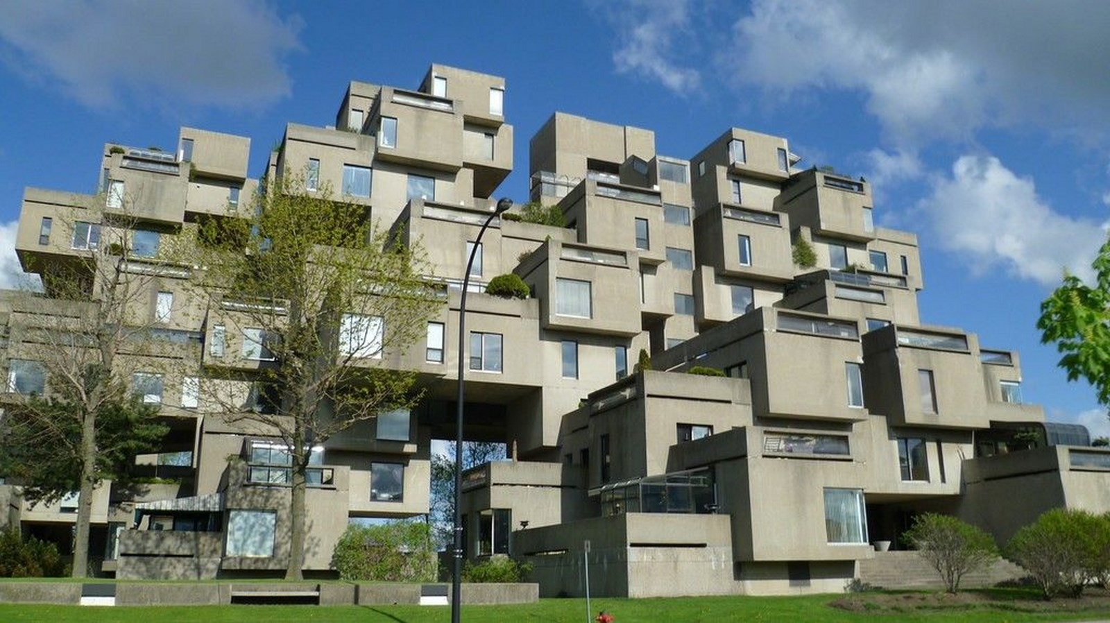 10 Prime Examples of Brutalist Architecture (3)