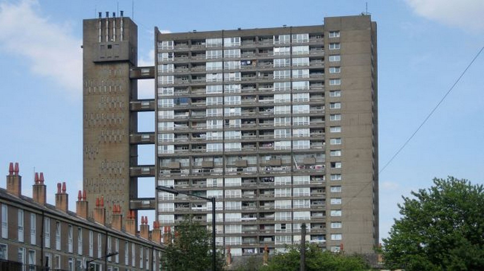 10 Prime Examples of Brutalist Architecture (5)