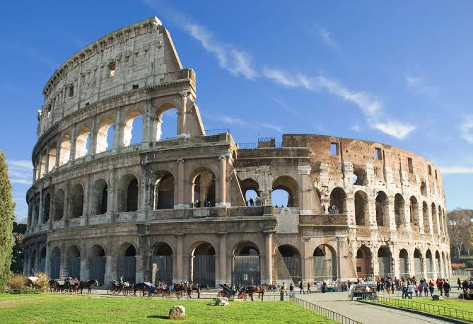 15 PLACES IN ROME IMAGE 1- COLOSSEUM