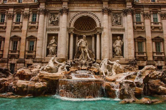15 PLACES IN ROME IMAGE 2- TREVI FOUNTAIN