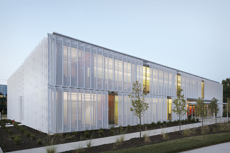 20 KINETIC FACADES- 13. LEAWOOD SPECULATIVE OFFICE