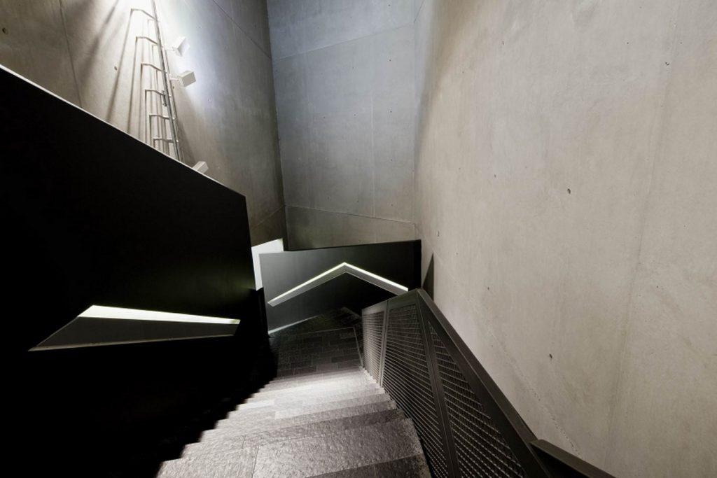 ANALYZING JEWISH MUSEUM IMAGE 2. entrance staircase view. Source-jimberlin.de