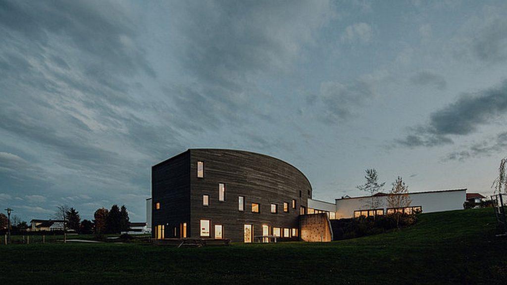 Community center ETG by Philipp Architekten