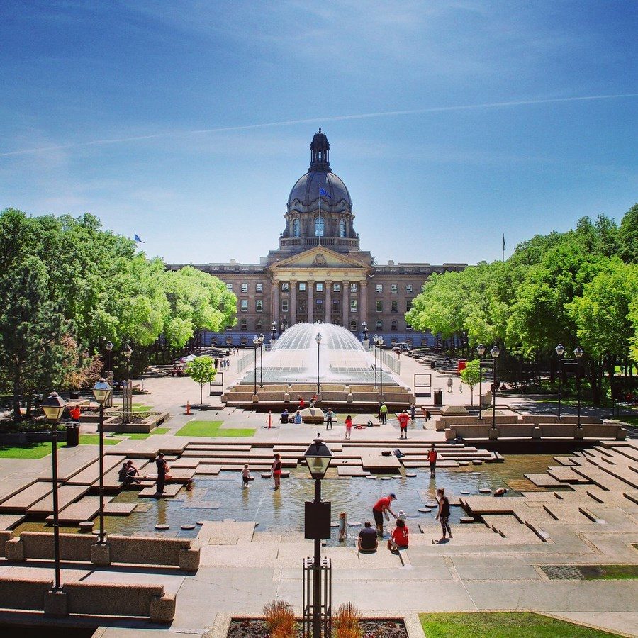 Places to Visit in Edmonton,-LegislatureBuilding -1