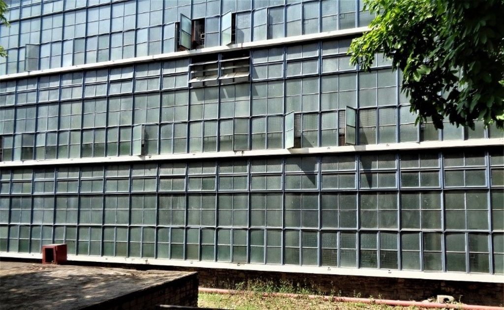 Glass in Modern Architecture -8