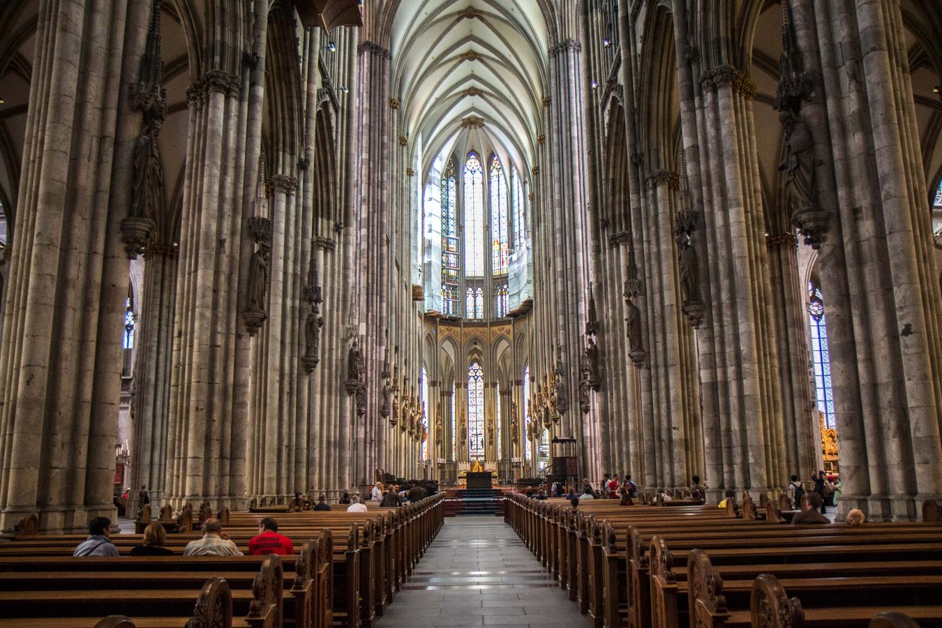 Examples of innovative use of Natural Light-The Cologne Cathedral -4