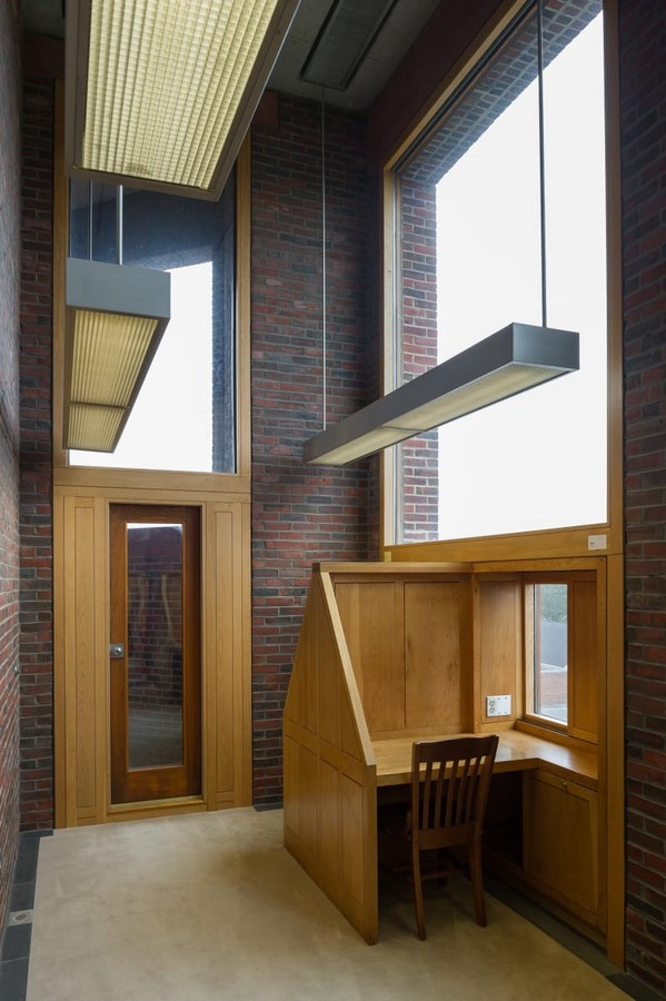 Examples of innovative use of Natural Light-The Exeter's Library -4