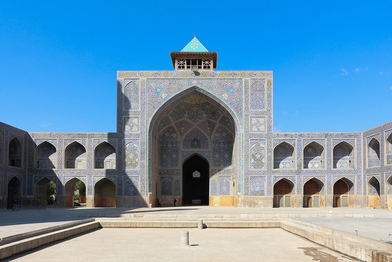 Examples of innovative use of Natural Light-The Royal Mosque -1