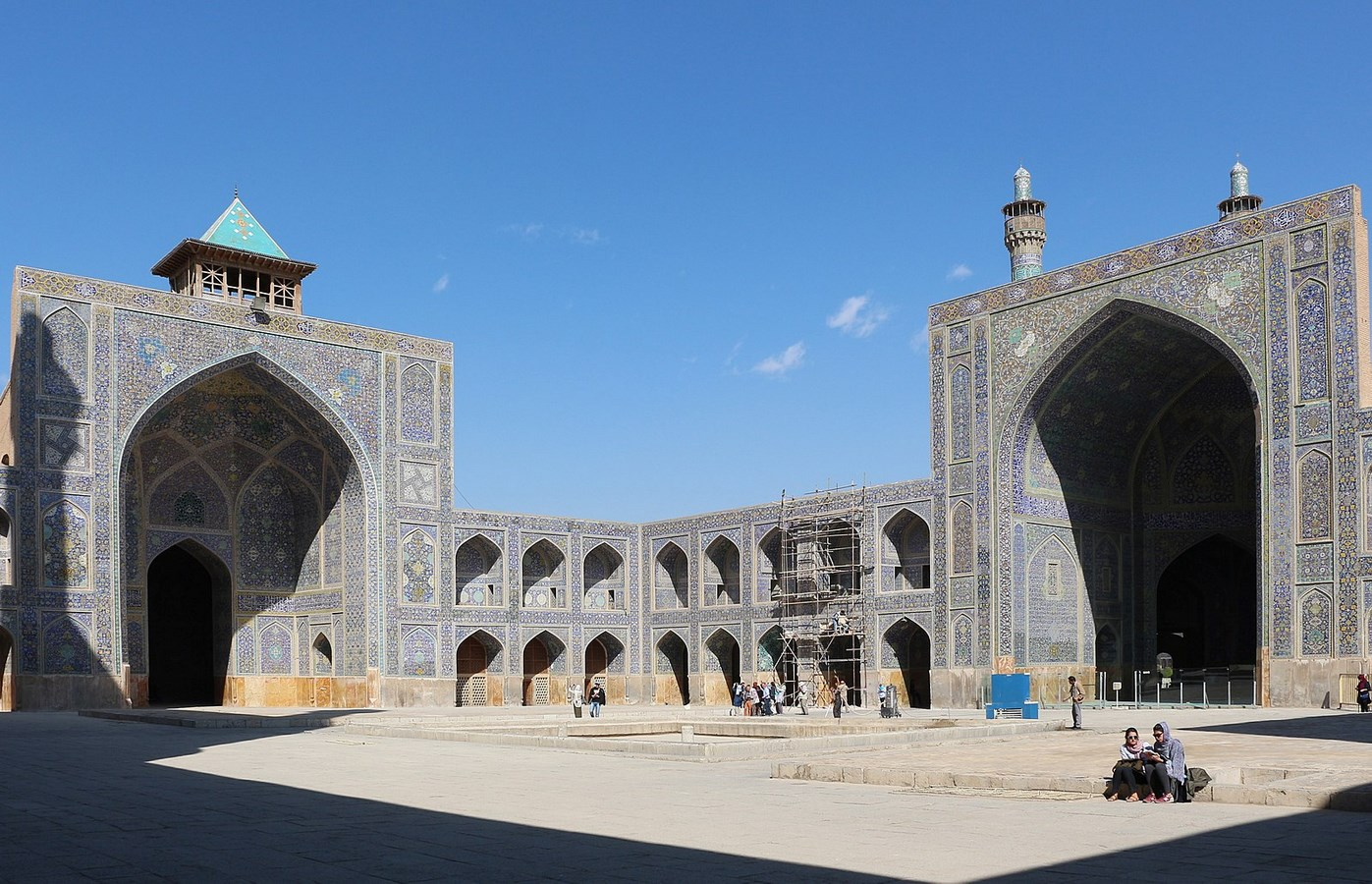 Examples of innovative use of Natural Light-The Royal Mosque -3