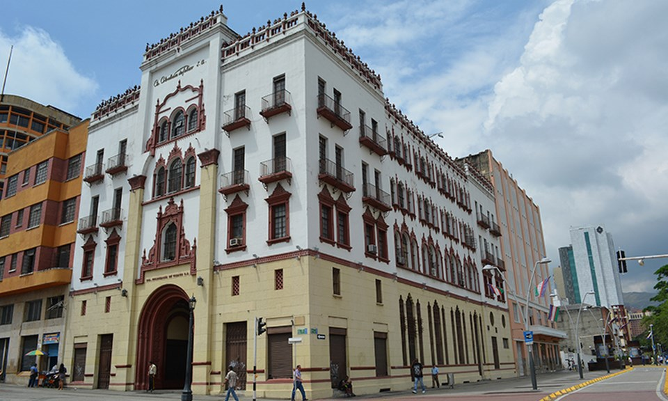 Places to visit in Cali for the Travelling Architect- Edificio Coltabaco -1