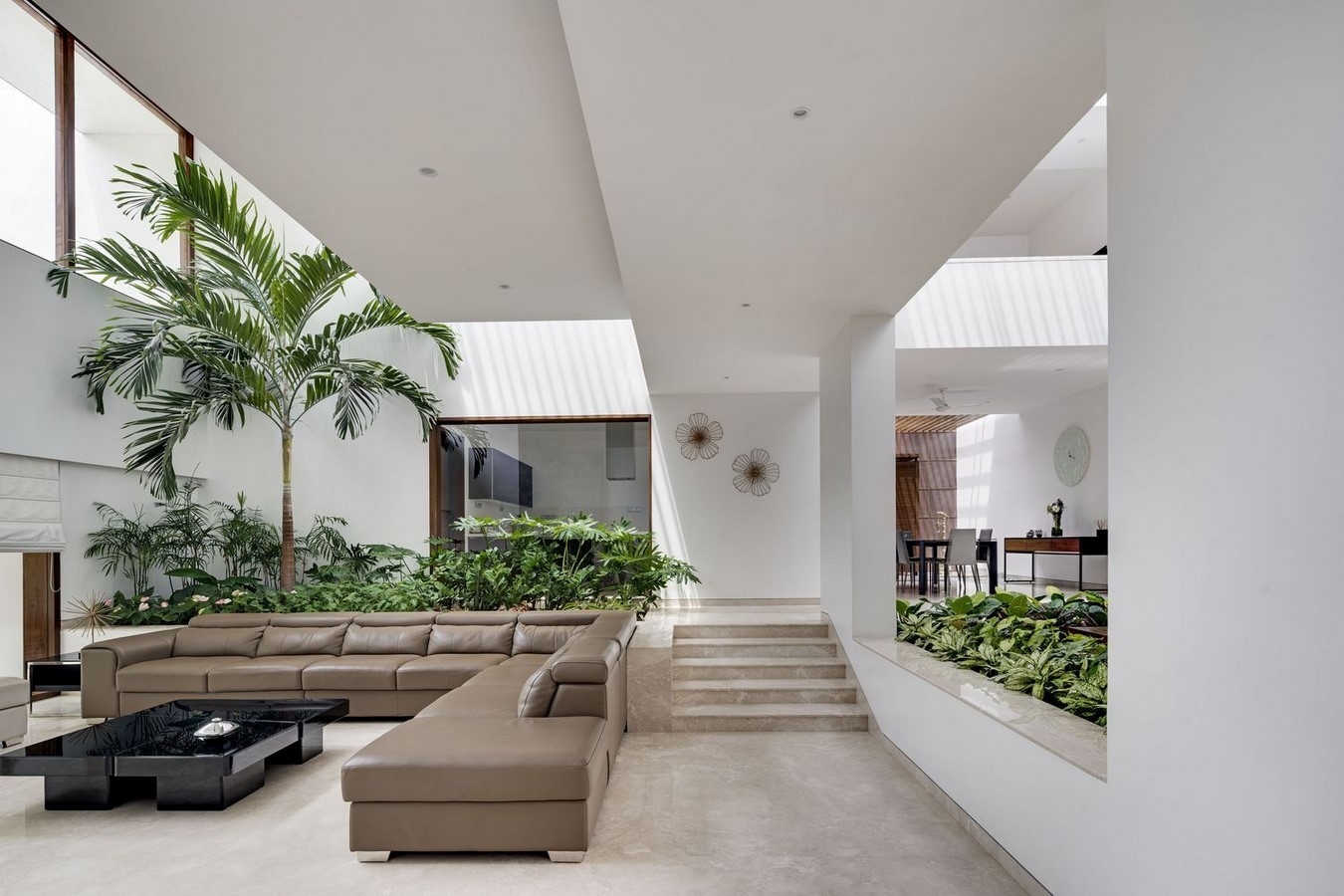 Courtyard Architecture -THE THREE COURTS RESIDENCE - Sheet1