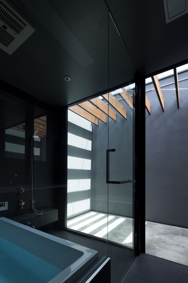 Courtyard Architecture- THE MONOLITHIC BLACK HOUSE - Sheet1