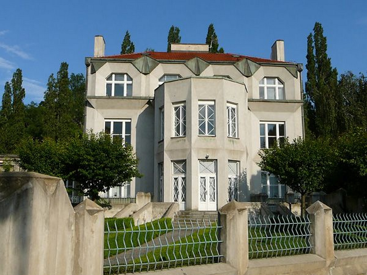 Architectural styles that can be seen in Prague - Sheet32