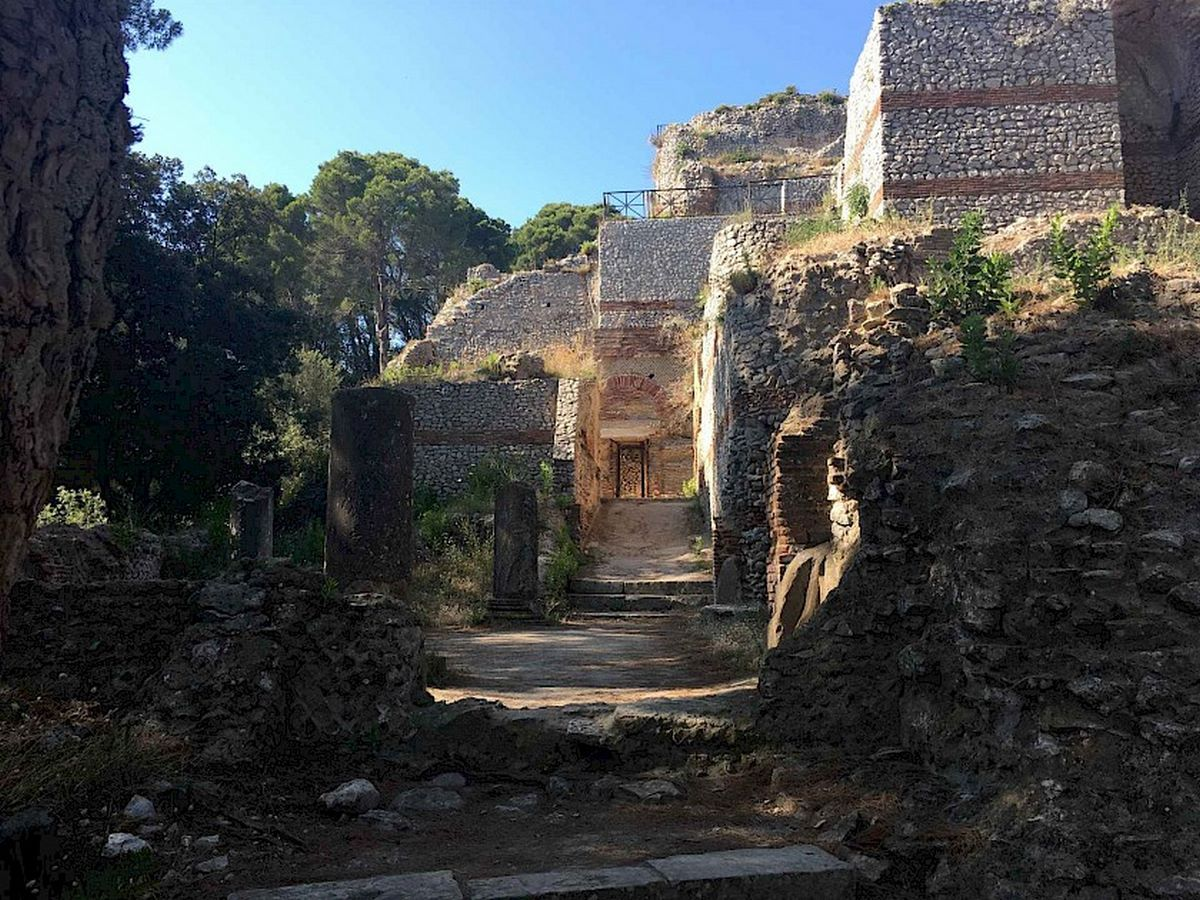 15 Places to visit in Capri Island for the Travelling Architect - Sheet1