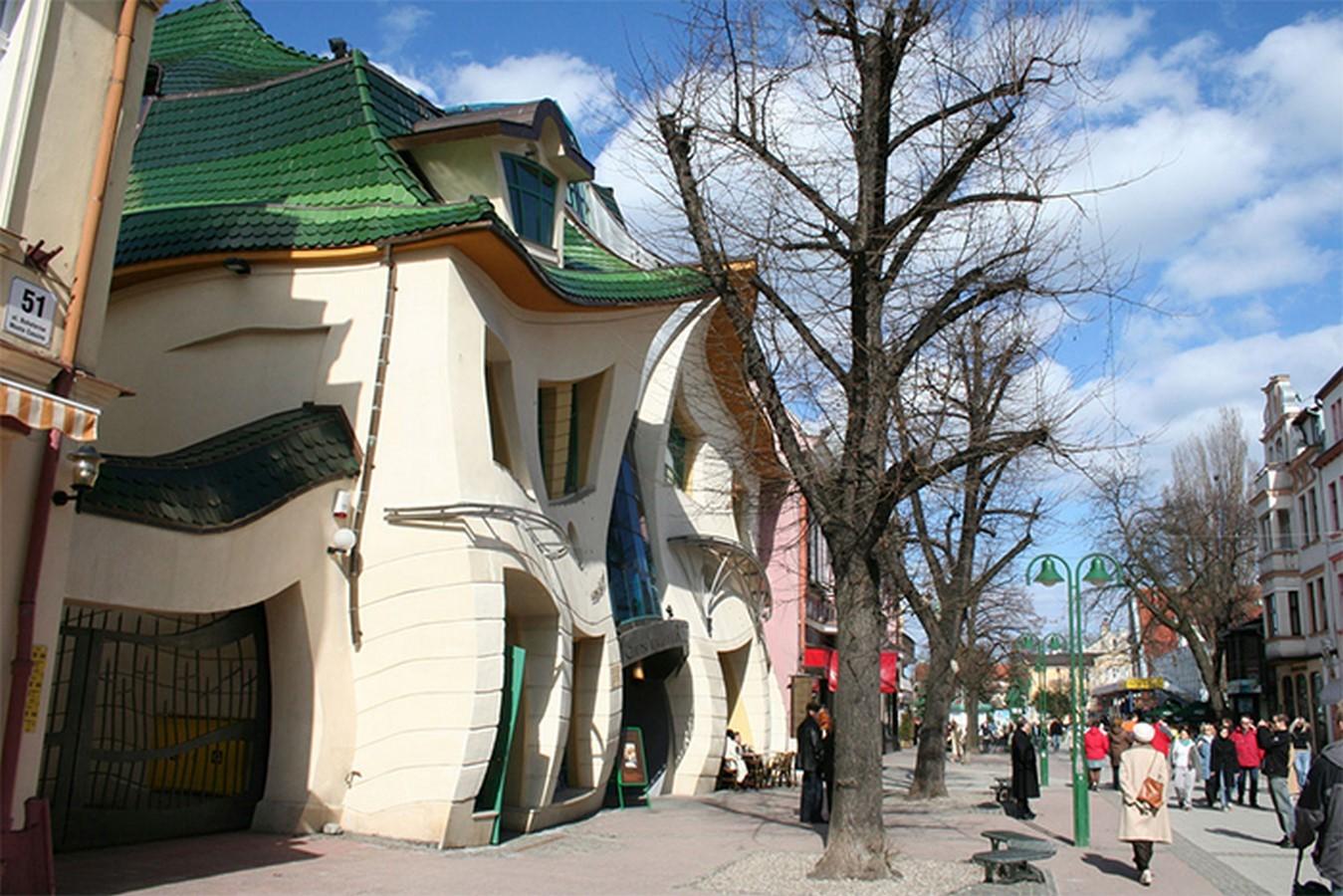 The Crooked House by Szotynscy and Zalenski - Sheet1