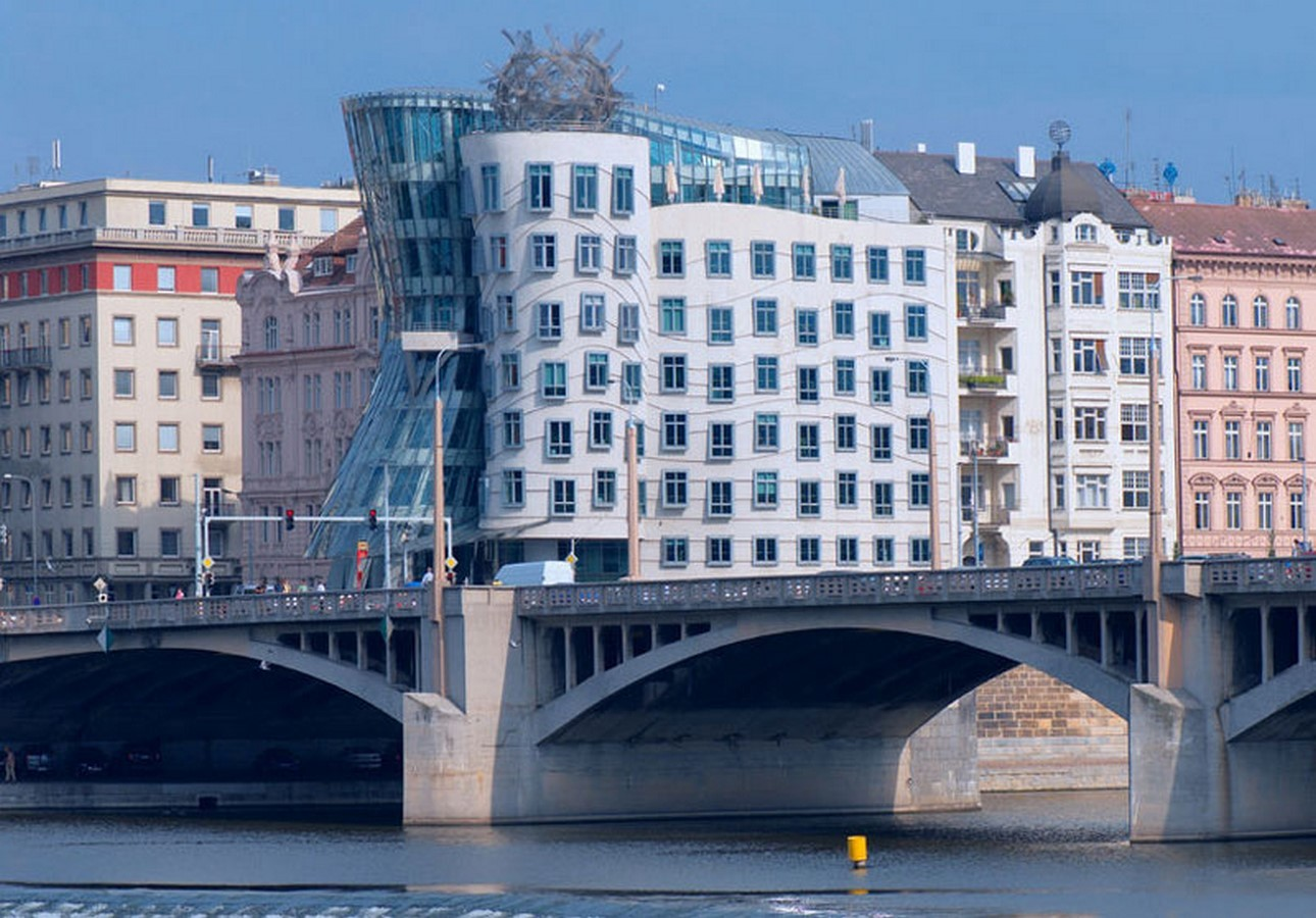 The Dancing House by Frank Gehry and Vlado Milunic - Sheet3