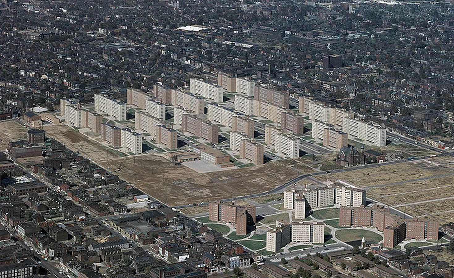 Pruitt-Igoe Housing Development St. Louis by Minoru Yamasaki- The troubled paradise - Sheet5