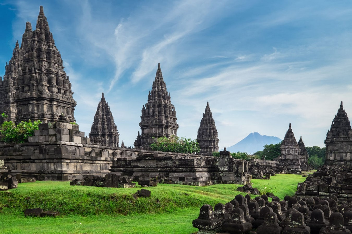 Different cultural influences in Indonesian architecture throughout history - Sheet5