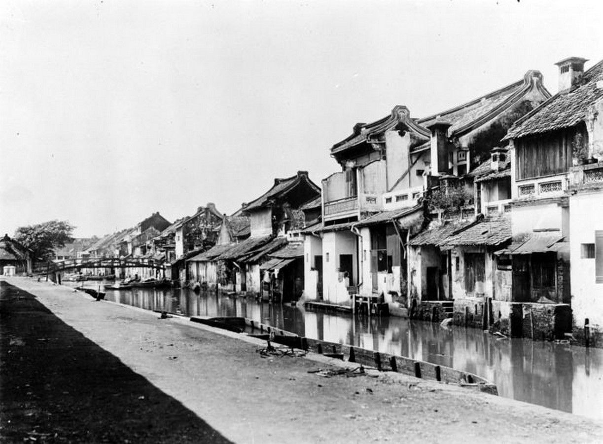 Different cultural influences in Indonesian architecture throughout history - Sheet7