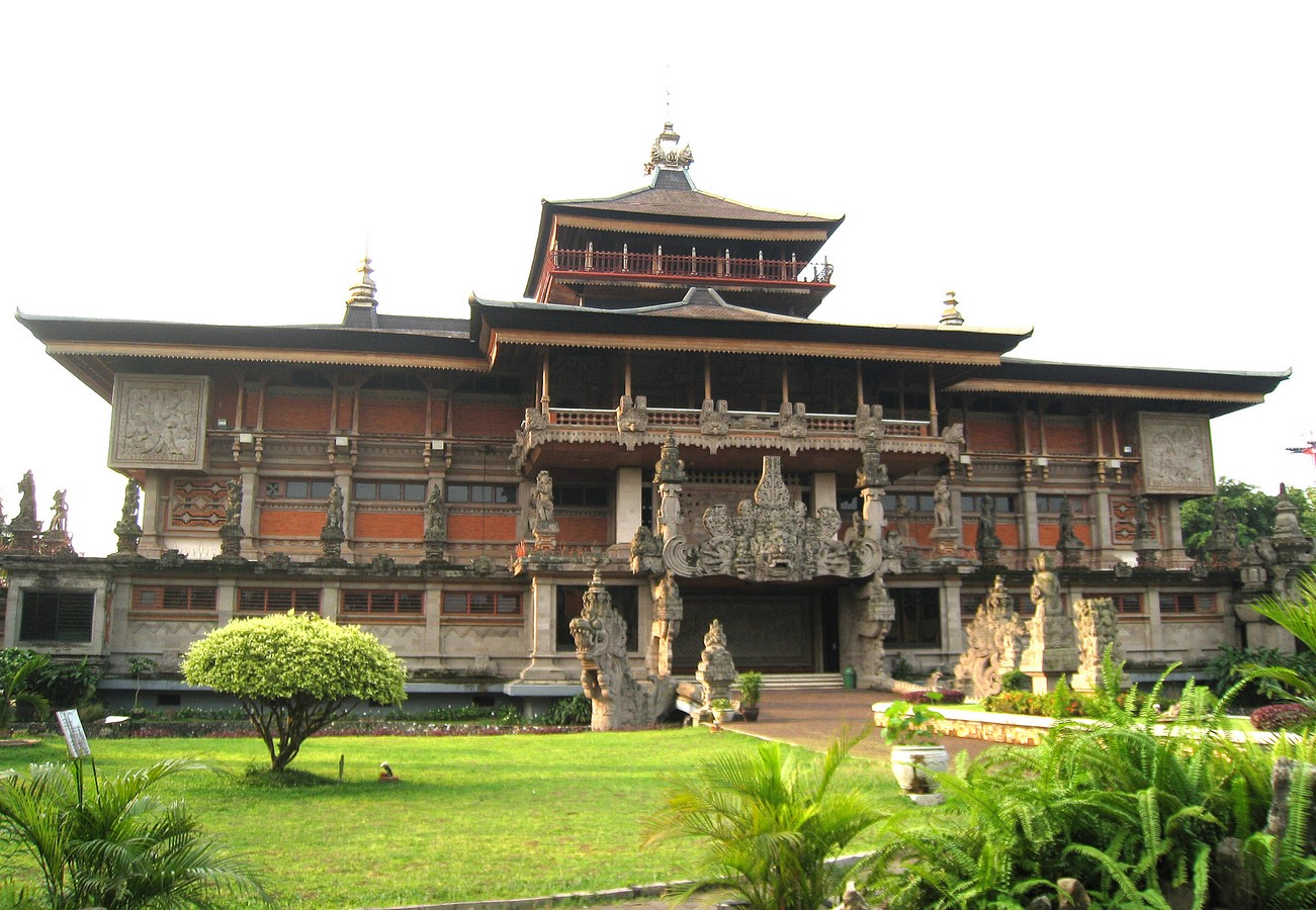 Different cultural influences in Indonesian architecture throughout history - Sheet8