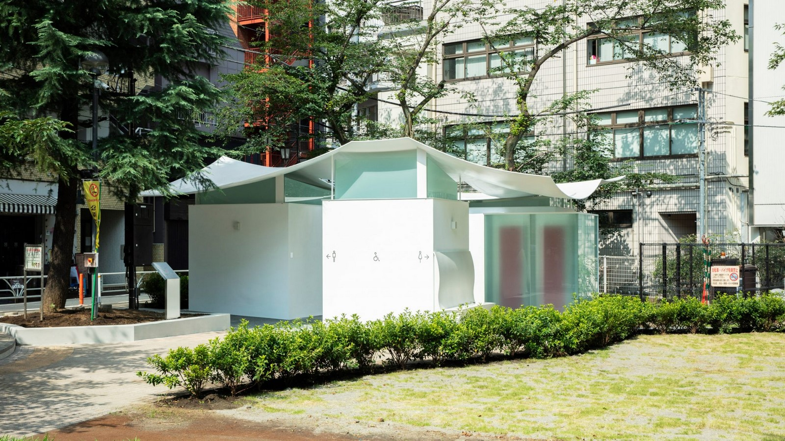 Fumikhiko Maki designs Toilet with the curved roof  'Squid Toilet' - Sheet2