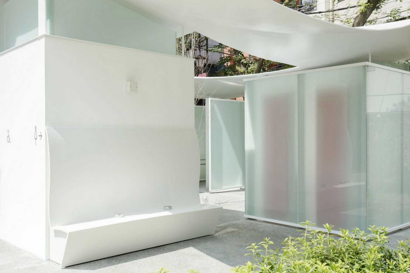 Fumikhiko Maki designs Toilet with the curved roof  'Squid Toilet' - Sheet5