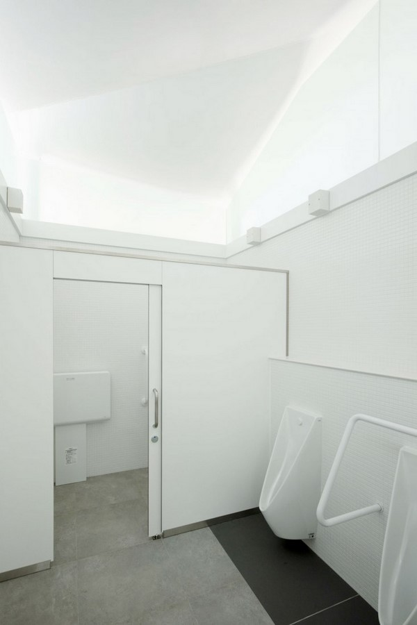 Fumikhiko Maki designs Toilet with the curved roof  'Squid Toilet' - Sheet6