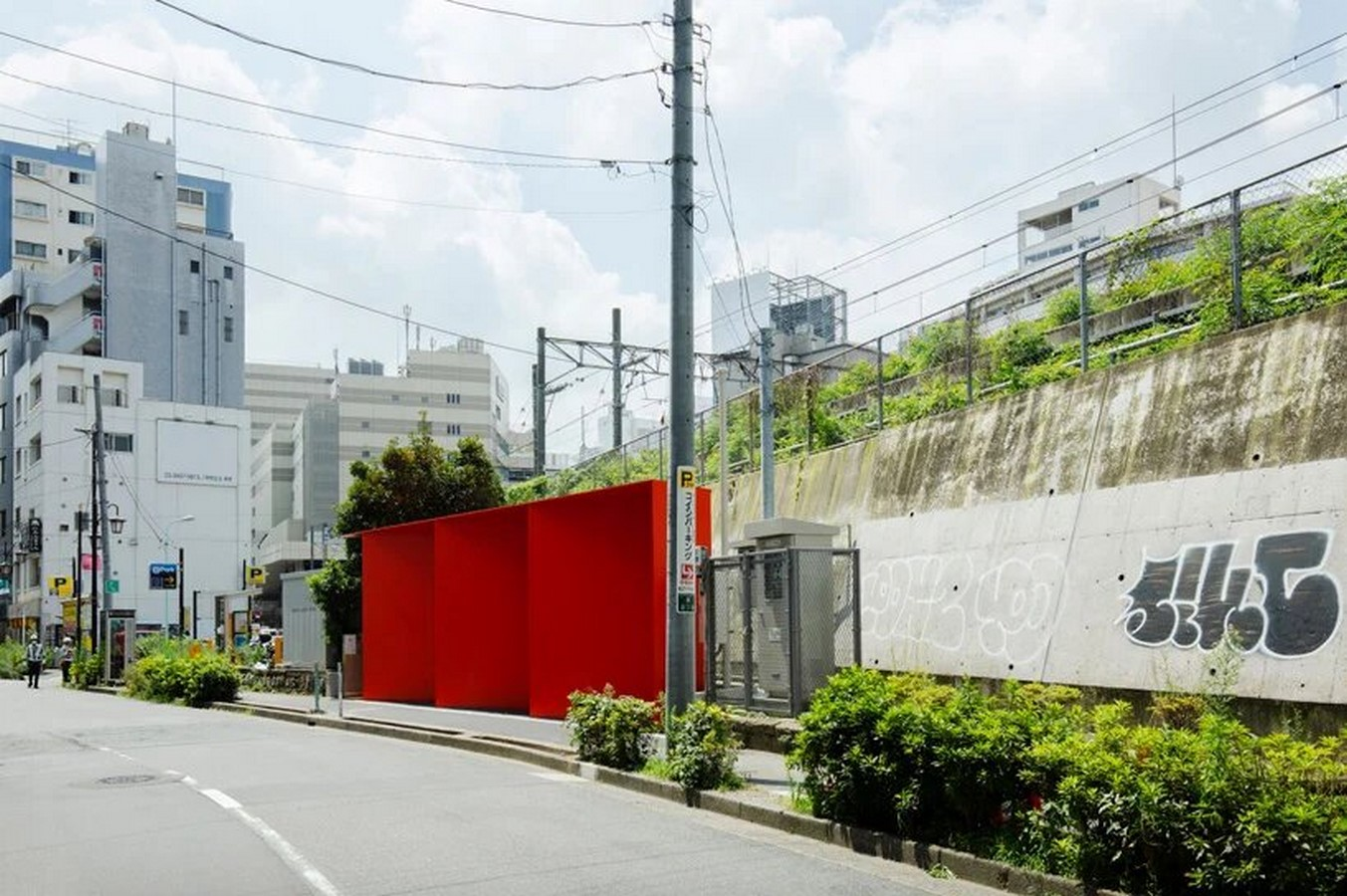 Nao Tamura Designs All red restroom for the Tokyo Toilet Initiative2