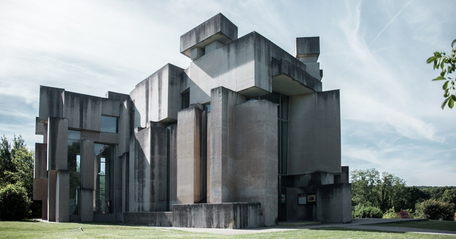 10 Examples of Brutalist Architecture around the world - Sheet11