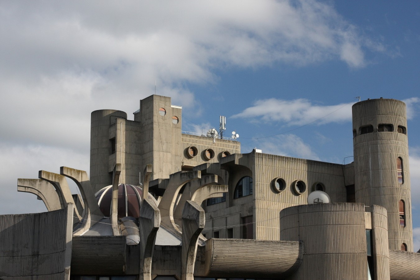 10 Examples of Brutalist Architecture around the world - Sheet2