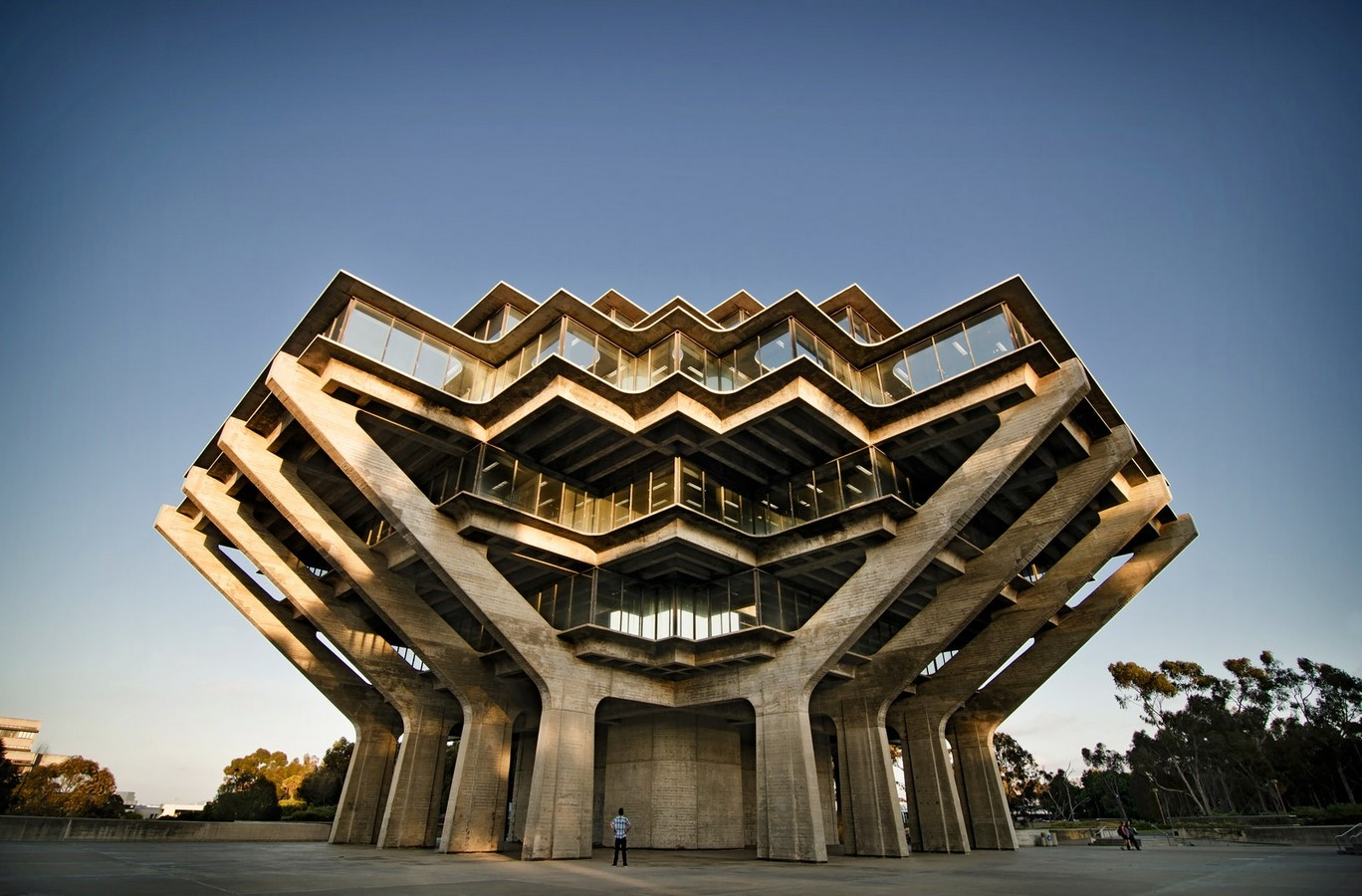 10 Examples of Brutalist Architecture around the world - Sheet3