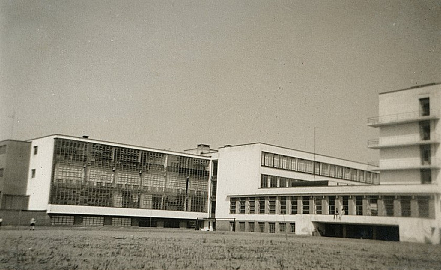 10 Things you did not know about Walter Gropius - Sheet8
